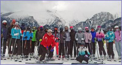 29ff0aac9 Neskôr zvládli aj náročnejšie prvky lyžovania a na konci už väčšina z nich  lyžovala aj na náročnejšom teréne. Lyžiarsky výcvik bol ukončený pretekom v  ...